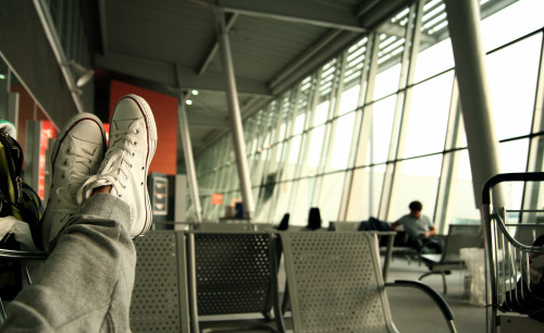 airport-feet